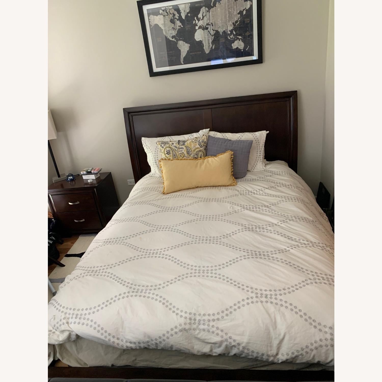 Rooms To Go Dark Wood Platform Queen Bed - image-4