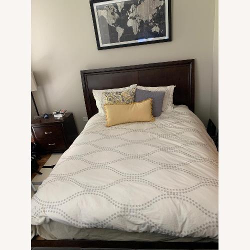 Used Rooms To Go Dark Wood Platform Queen Bed for sale on AptDeco