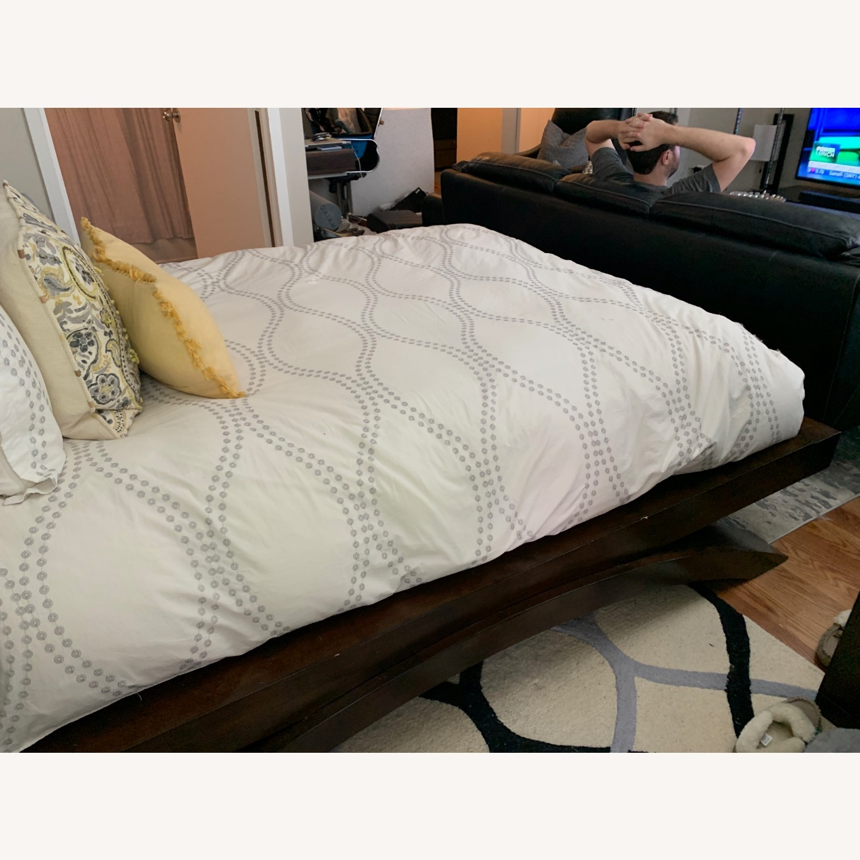 Rooms To Go Dark Wood Platform Queen Bed - image-5