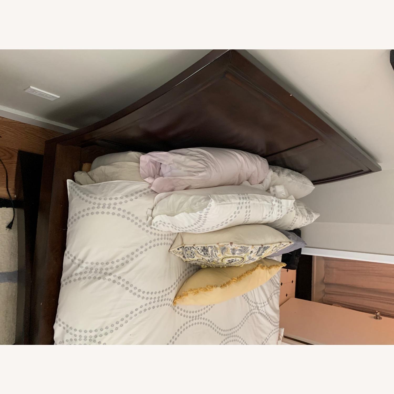 Rooms To Go Dark Wood Platform Queen Bed - image-3