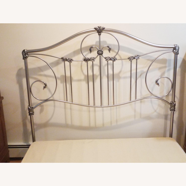 Bassett Queen Size Bed W Metal Headboard - image-6