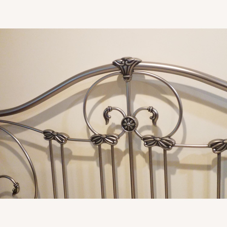 Bassett Queen Size Bed W Metal Headboard - image-4