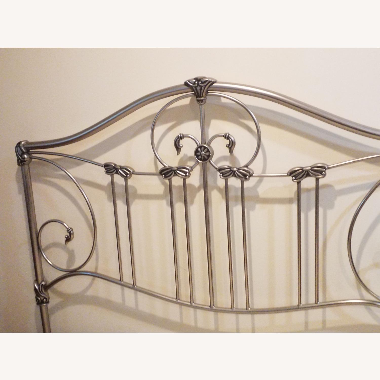 Bassett Queen Size Bed W Metal Headboard - image-5