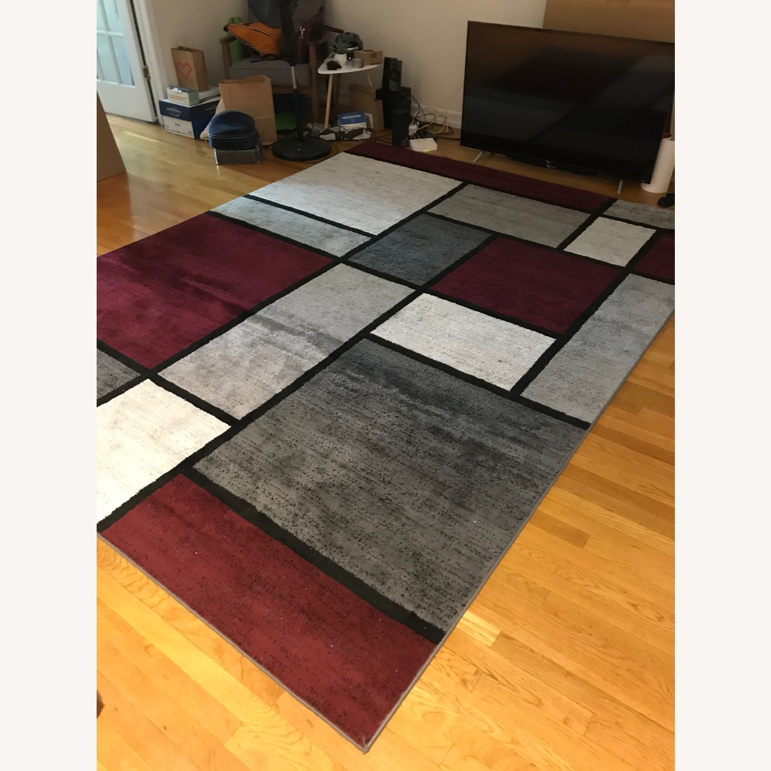 8' x 10' Red White and Grey Area Rug w Rug Pad - image-5