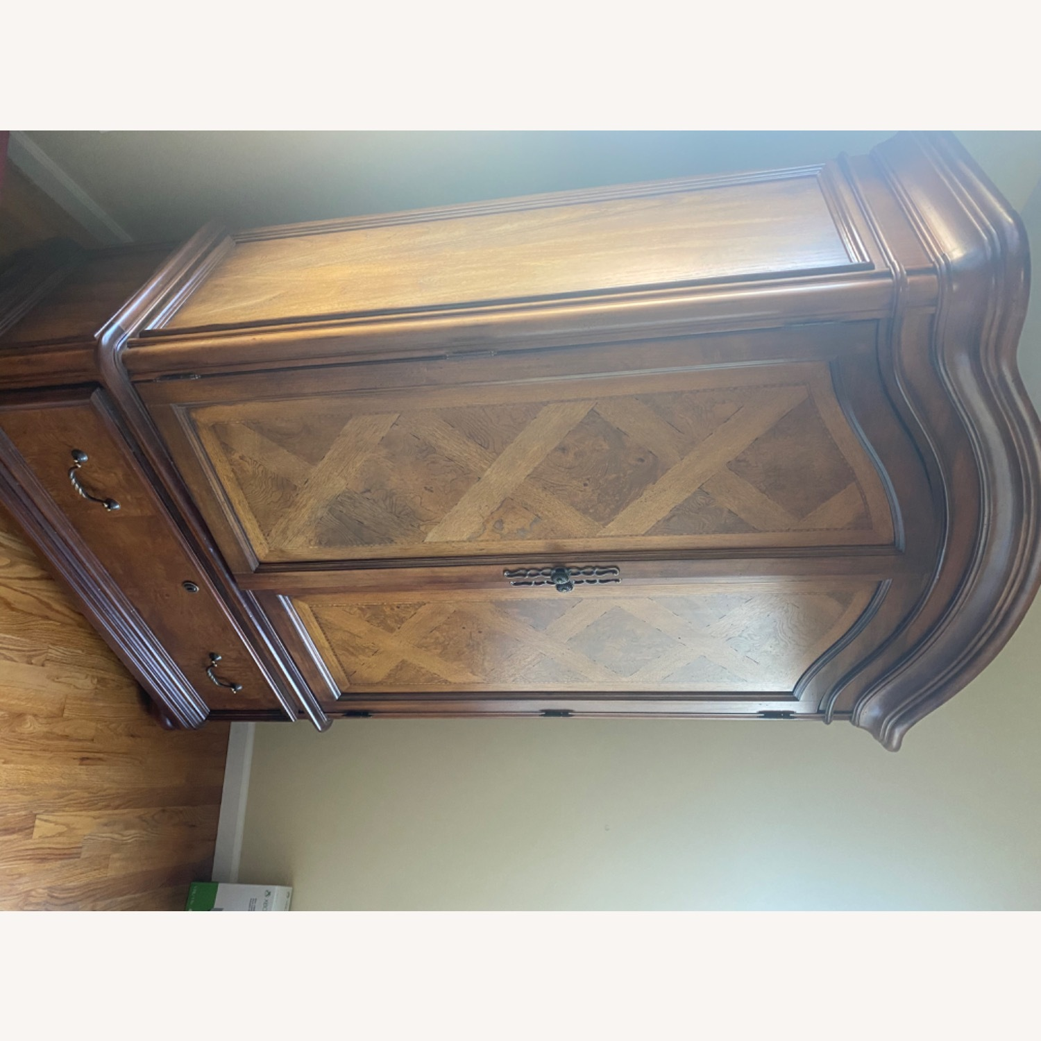 Thomasville Hills of Tuscany Armoire - image-7