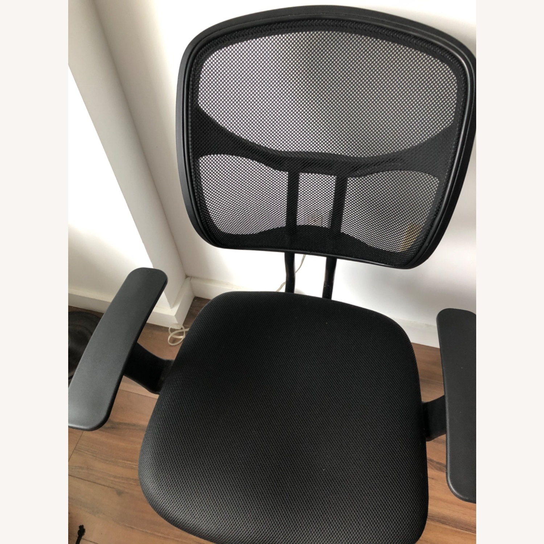 Mesh Adjustable Swivel Office Chair - image-3
