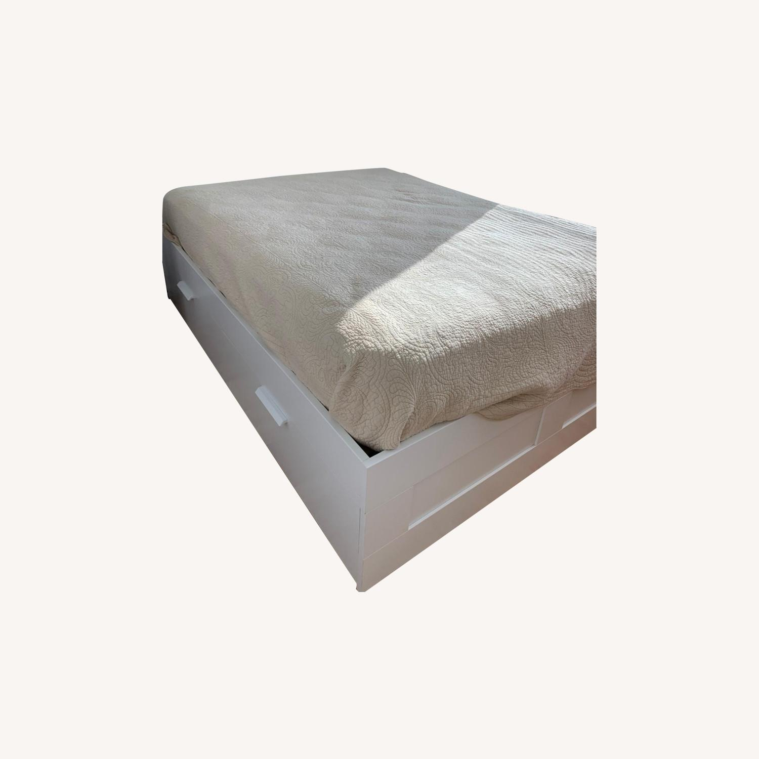 Picture of: Ikea White Queen Bed With Storage 4 Deep Drawers Aptdeco