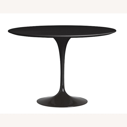Used Design Within Reach Saarinen Round Table for sale on AptDeco