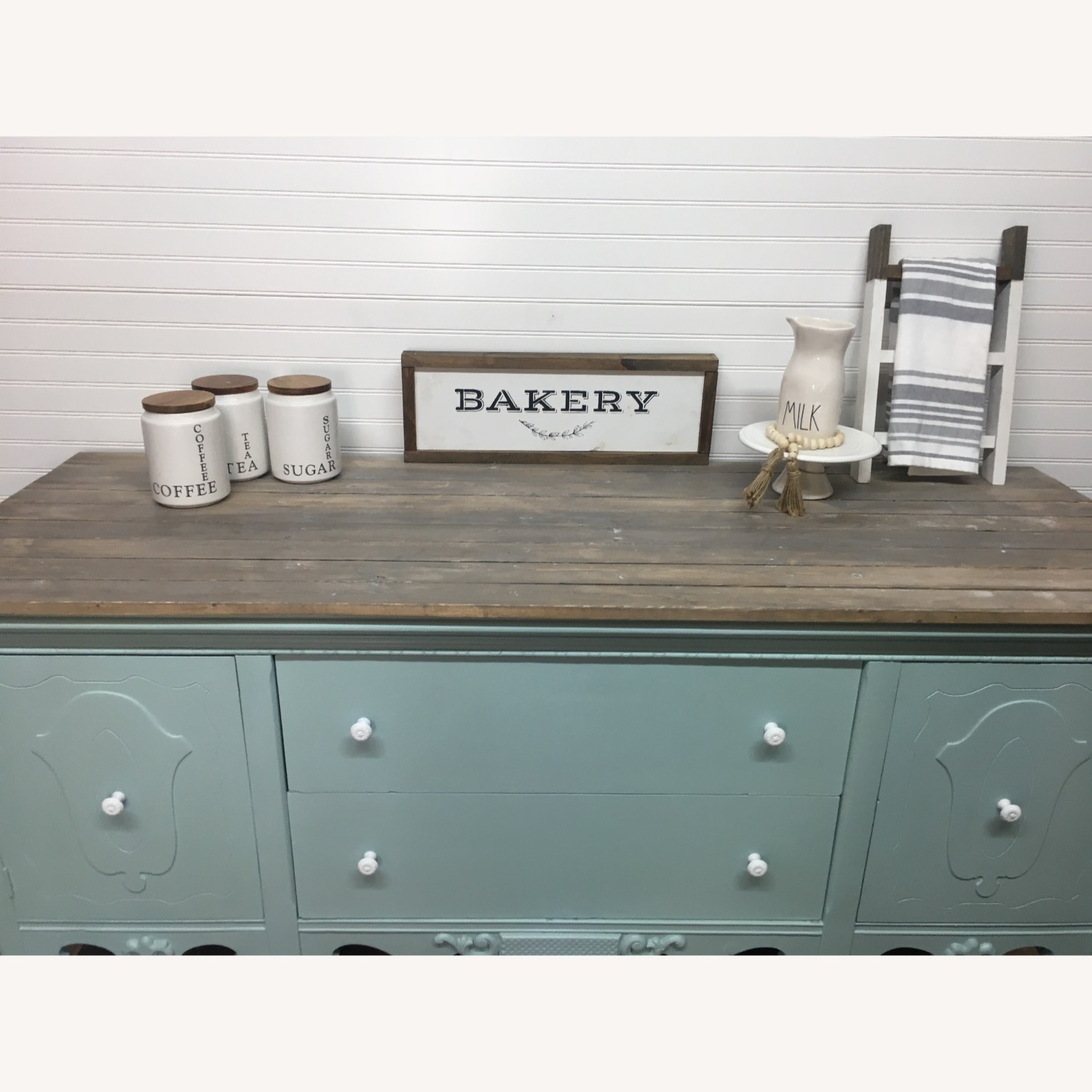 Picture of: Vintage Farmhouse Buffet Hutch Sideboard Credenza Aptdeco