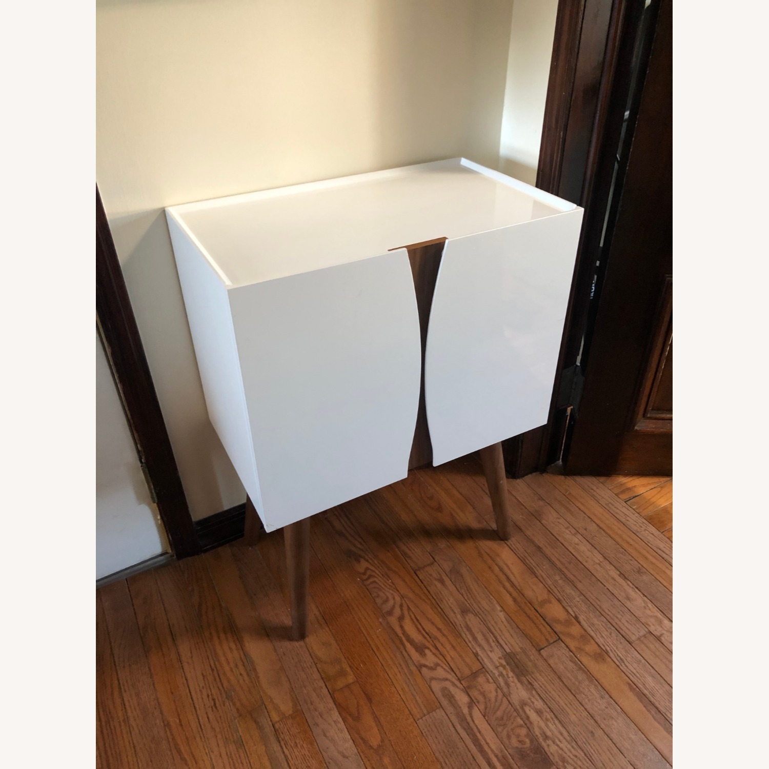 Midcentury Modern White Lacquer and Wood Cabinet - image-1