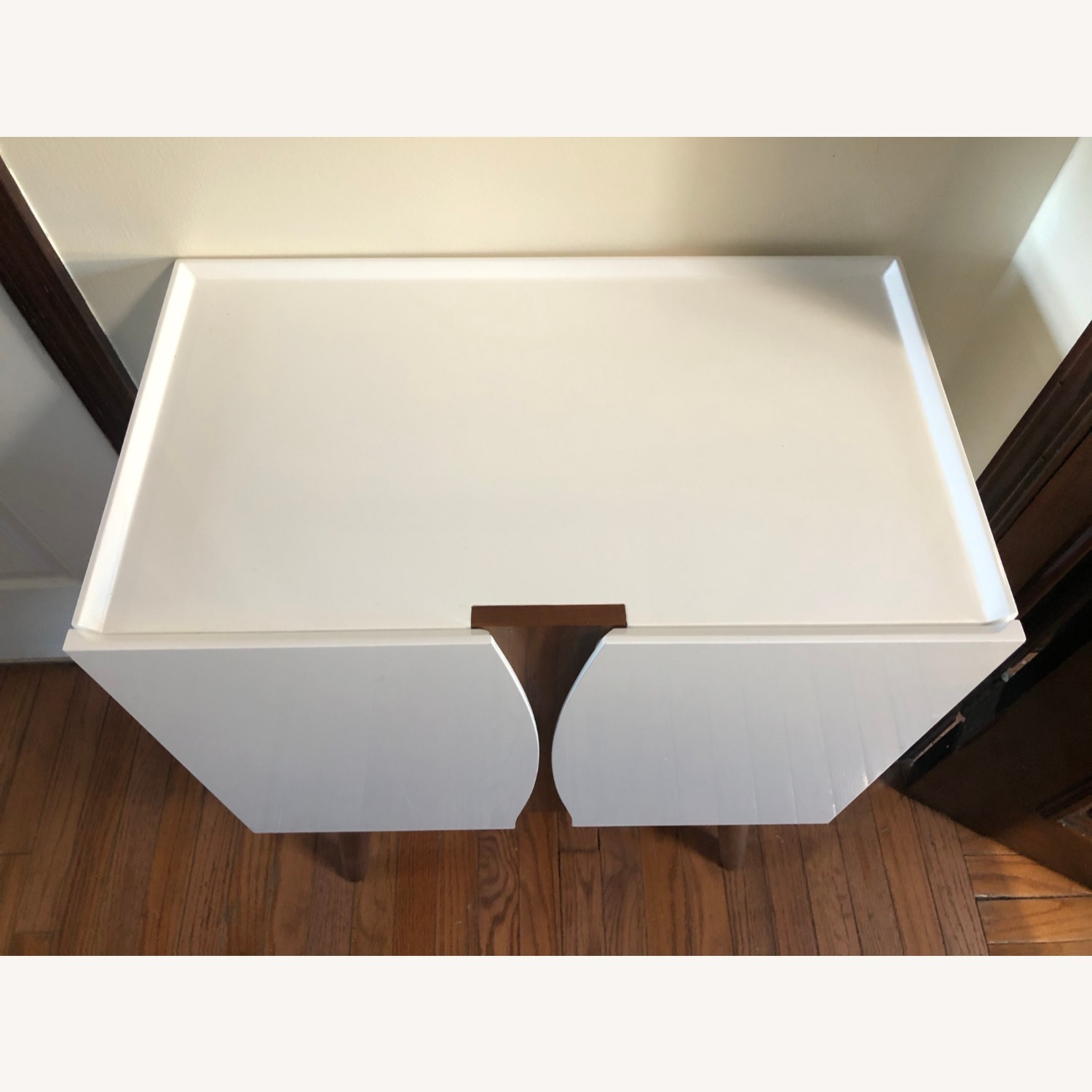Midcentury Modern White Lacquer and Wood Cabinet - image-2