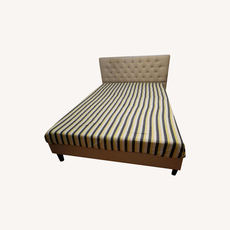 HeathZenith Queen bed - image-0