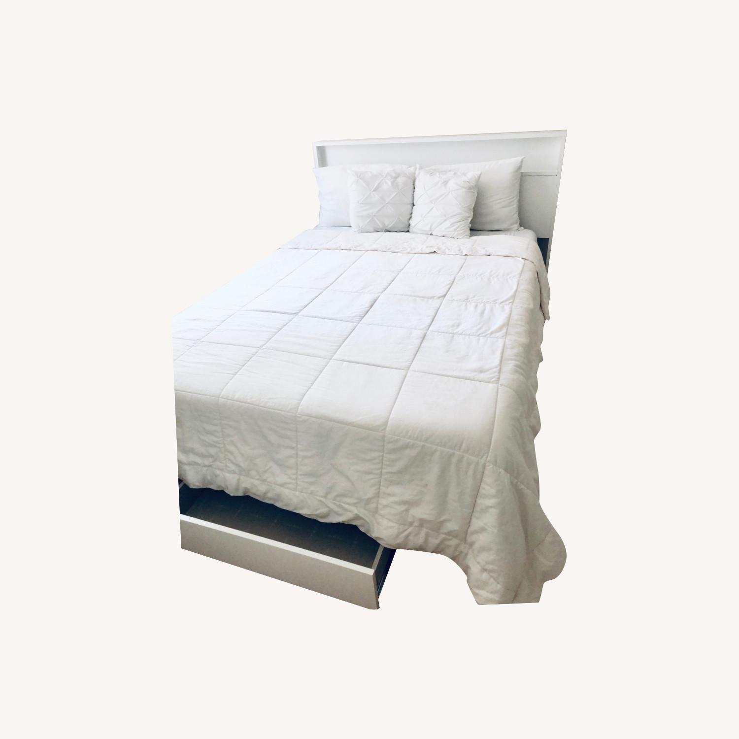 South Shore White Queen Platform Bed Frame - image-0