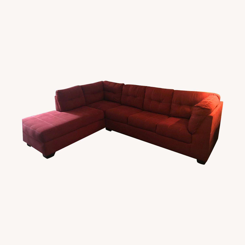 Jennifer Furniture Sectional w/Queen Sleeper - image-0