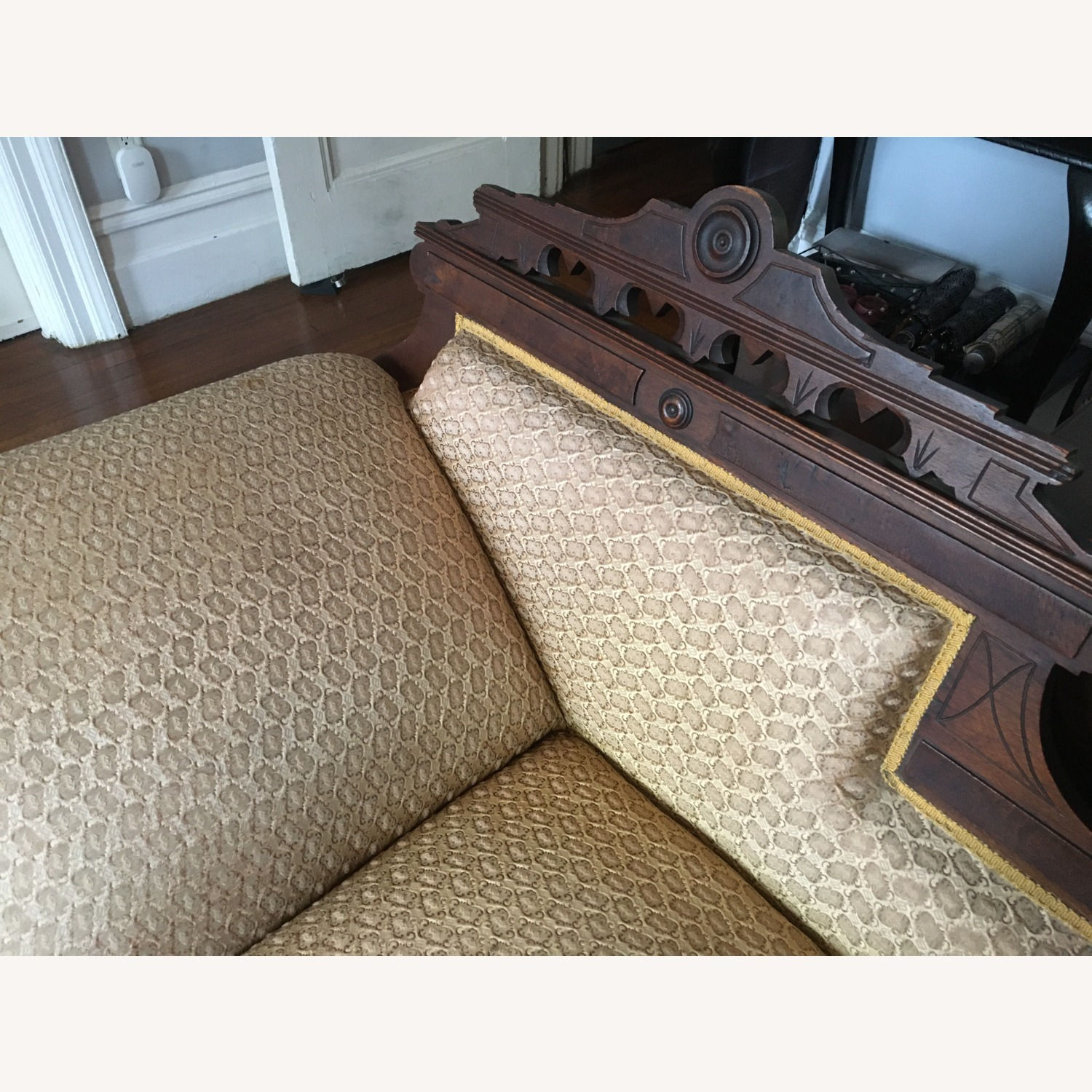 Antique Victorian Fainting Couch - image-4