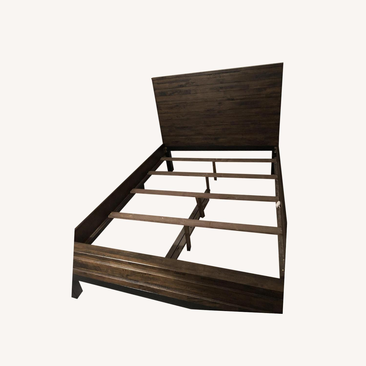 Raymour & Flanigan Queen Bed Nara collection - image-0