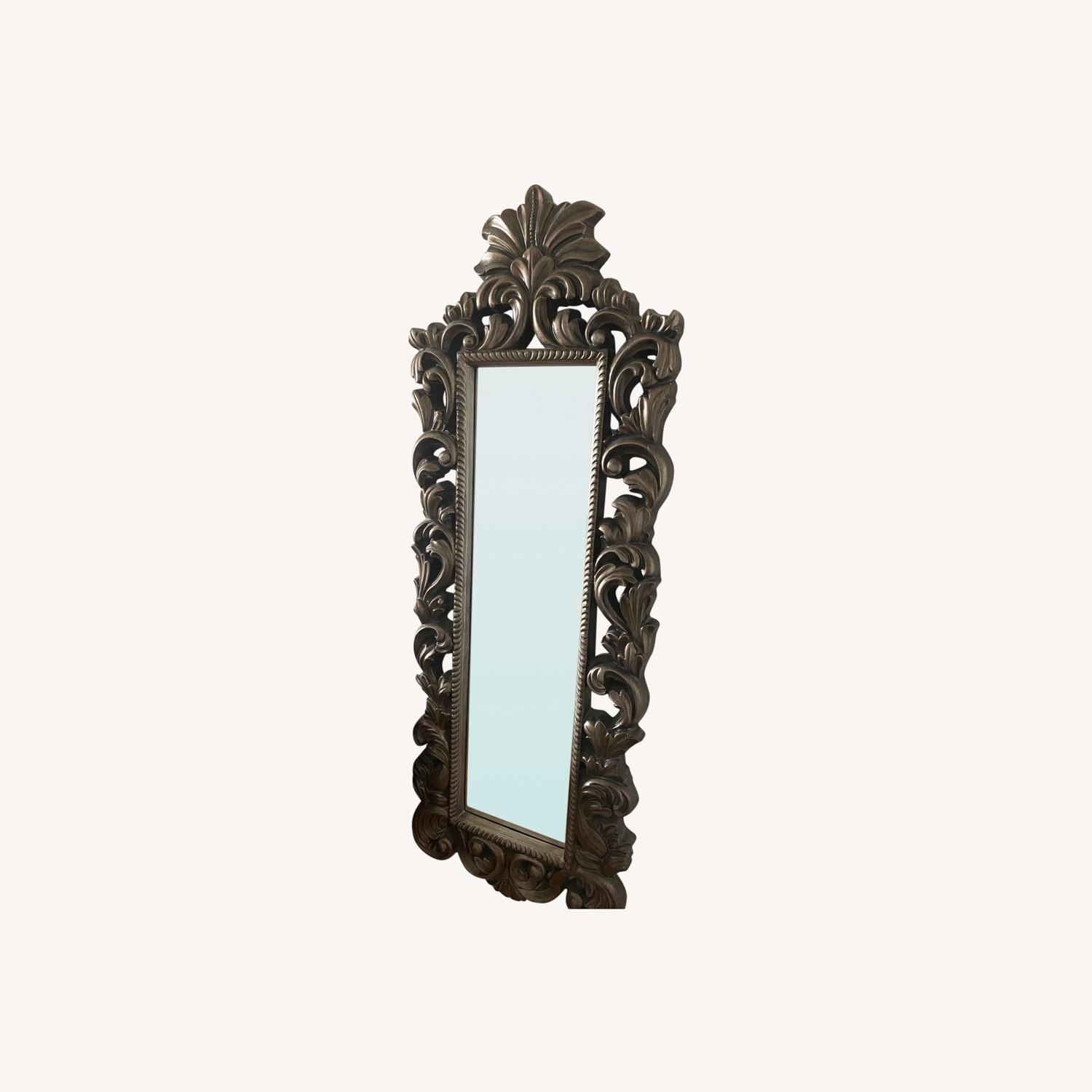 Raymour & Flanigan Wall Mirror Vintage Style - image-0