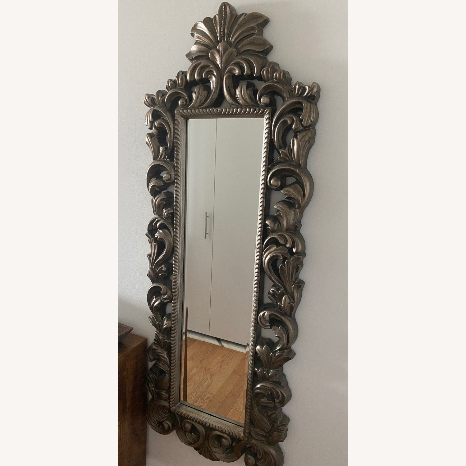 Raymour & Flanigan Wall Mirror Vintage Style - image-2