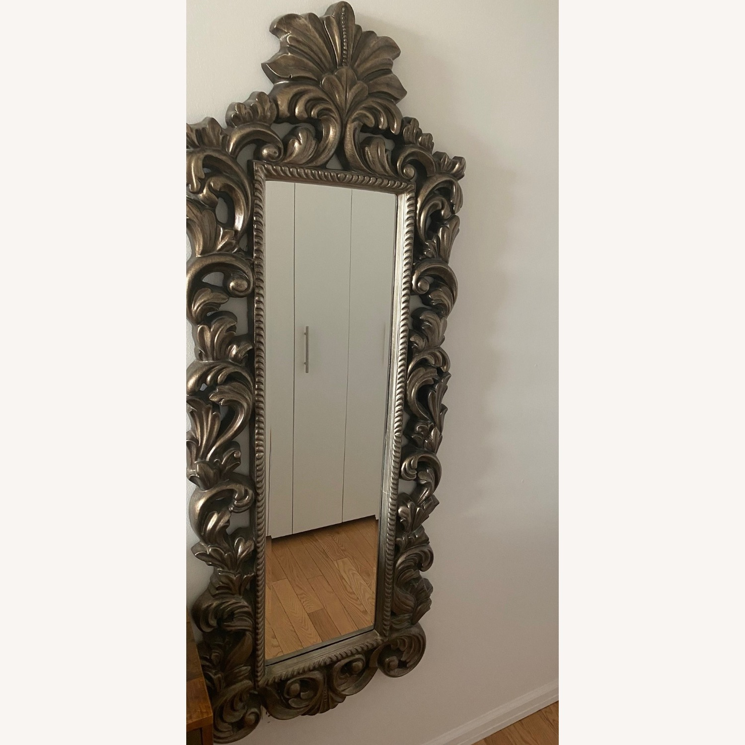Raymour & Flanigan Wall Mirror Vintage Style - image-1