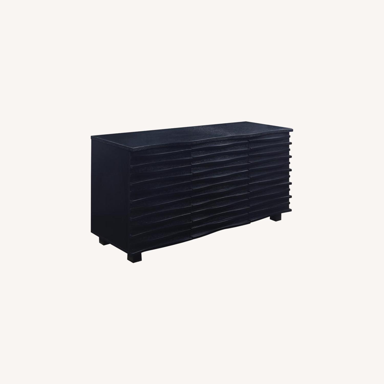 Server In Black W Layered Wave Design - image-5
