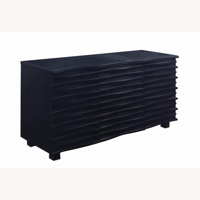 Server In Black W Layered Wave Design - image-0