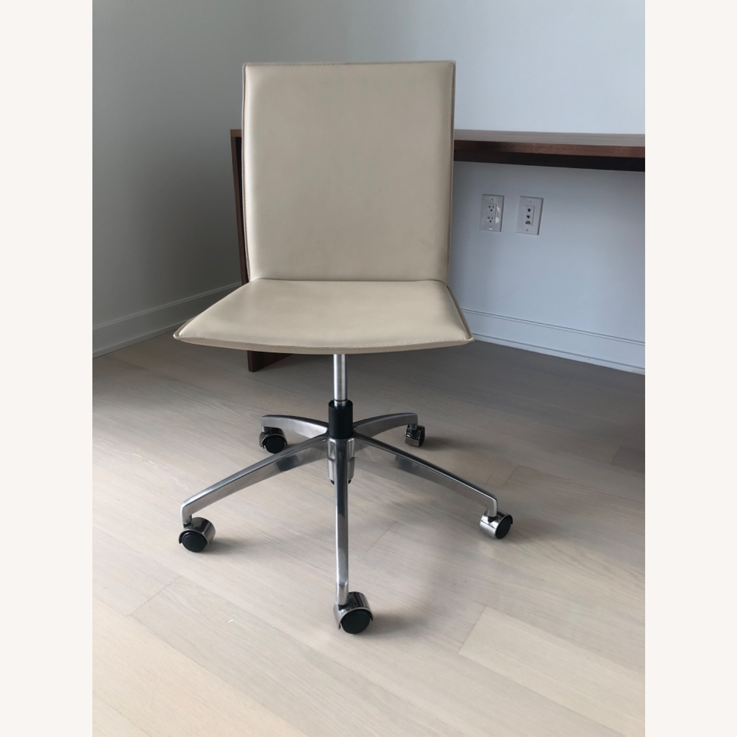 Crate And Barrel Office Chair In White Leather Aptdeco