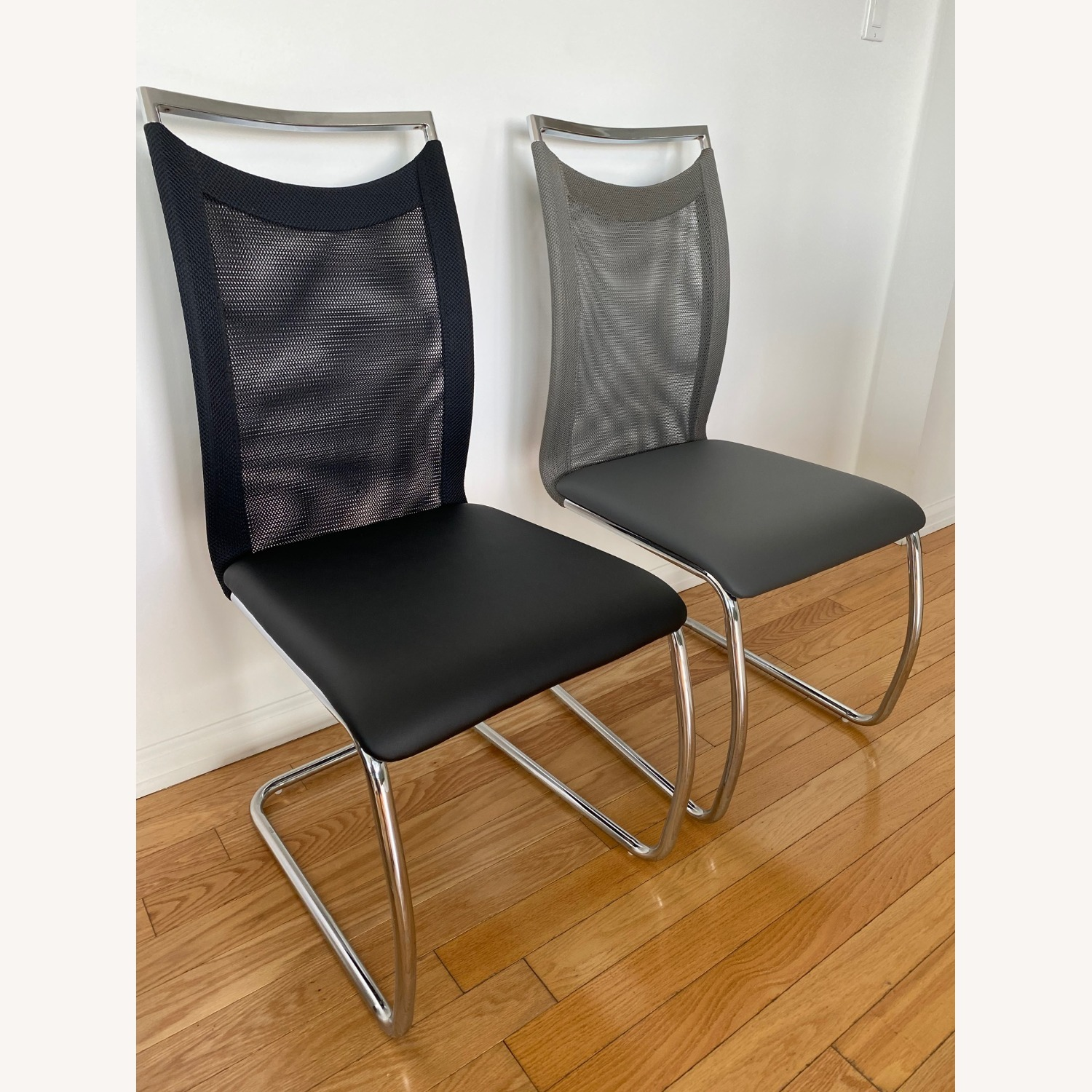 Raymour & Flanigan Nadine collection set of 6 chairs - image-1