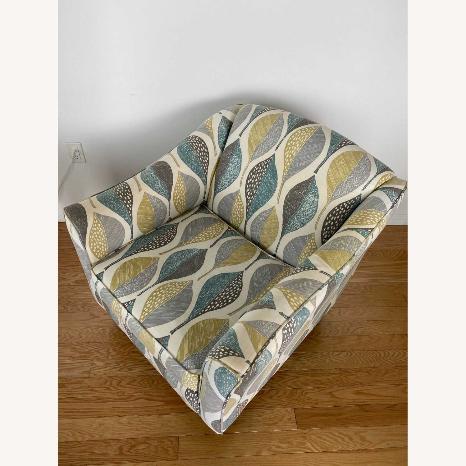Raymour and Flanigan Accent Chair - image-2