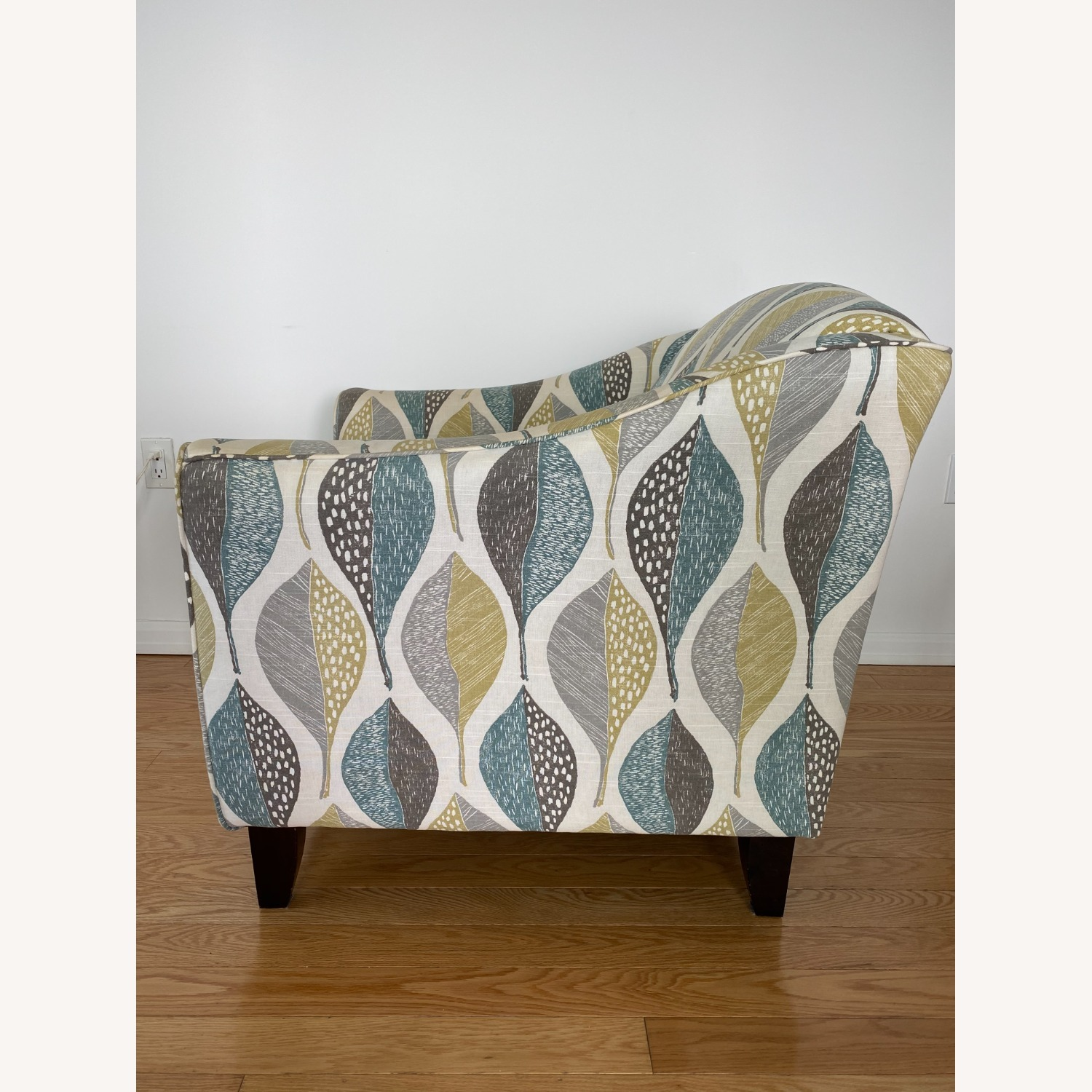 Raymour and Flanigan Accent Chair - image-3