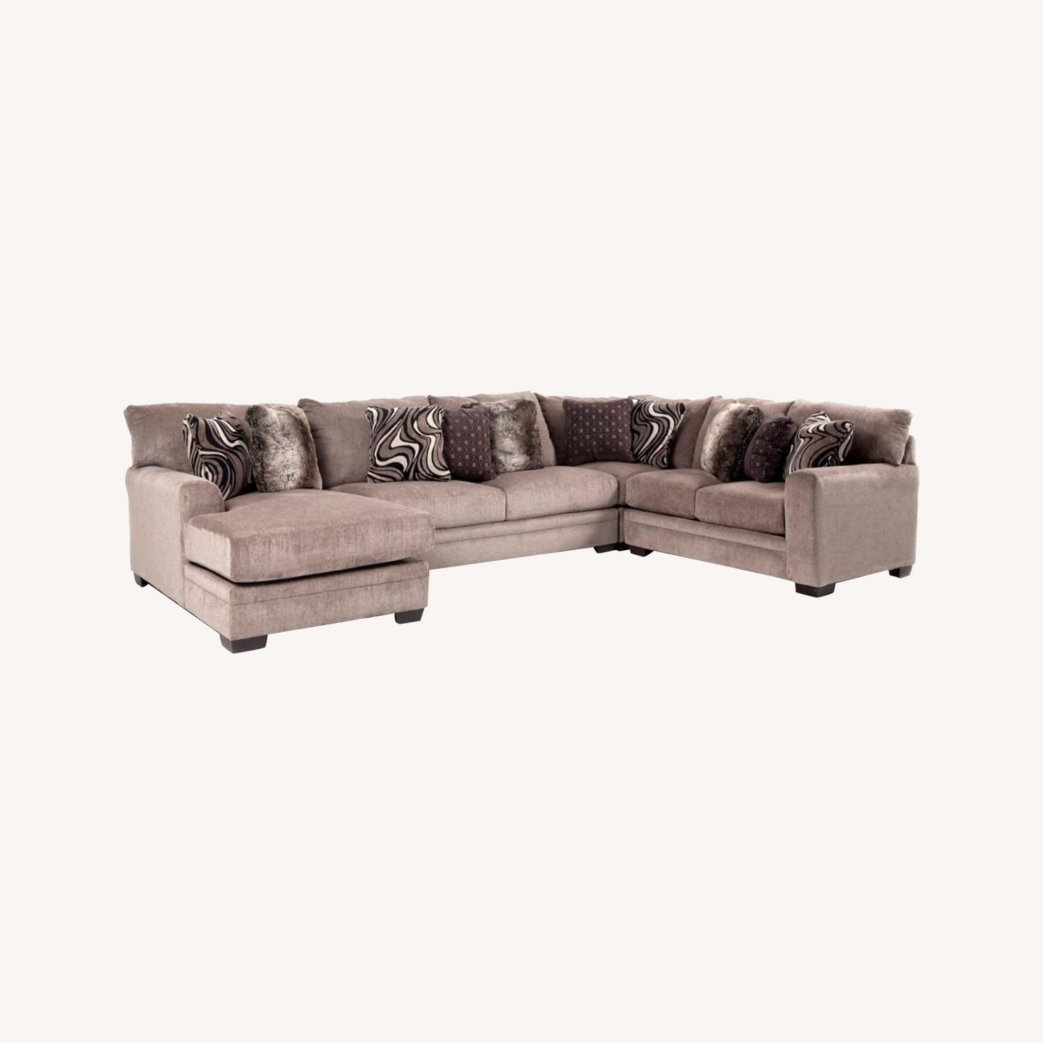 Bob's Discount Furniture Luxe Sectional - image-4