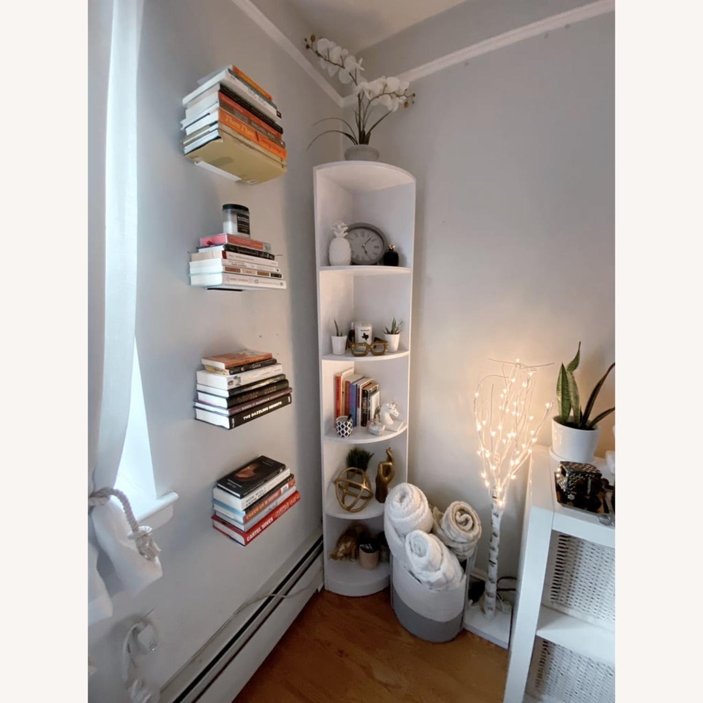 "Wayfair White Mcintosh 11.5"" W Corner Bookcase - image-1"