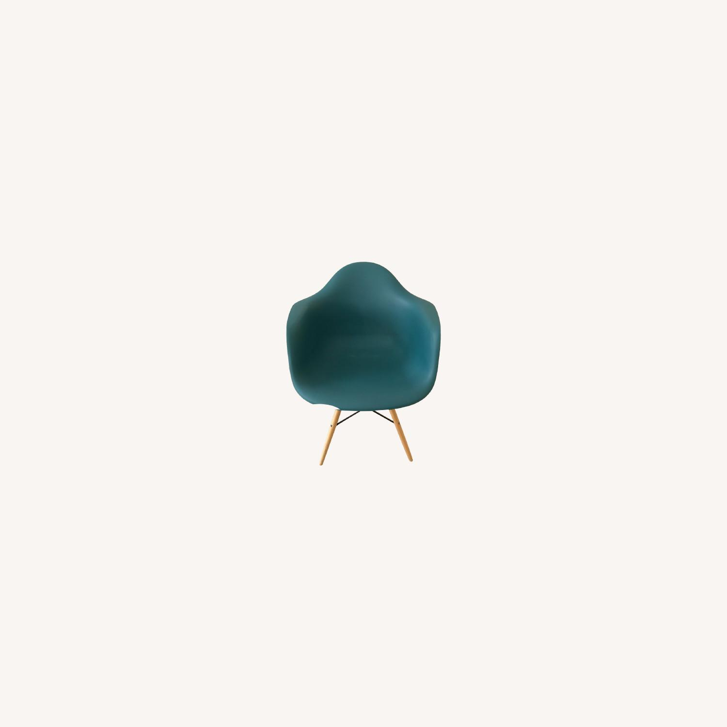 DAW Inspired Design Chair - image-0