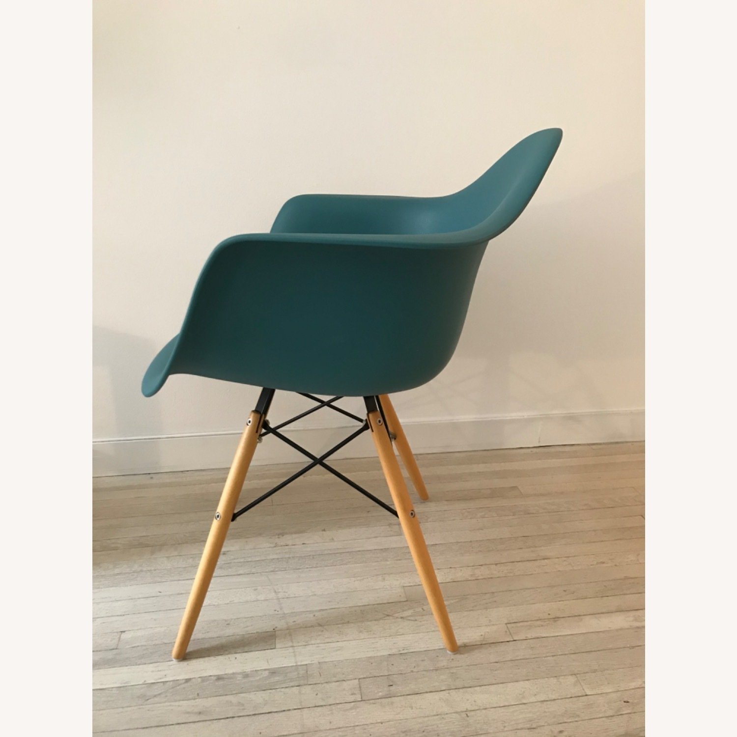 DAW Inspired Design Chair - image-3