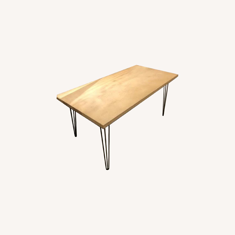 Table/Desk - image-0