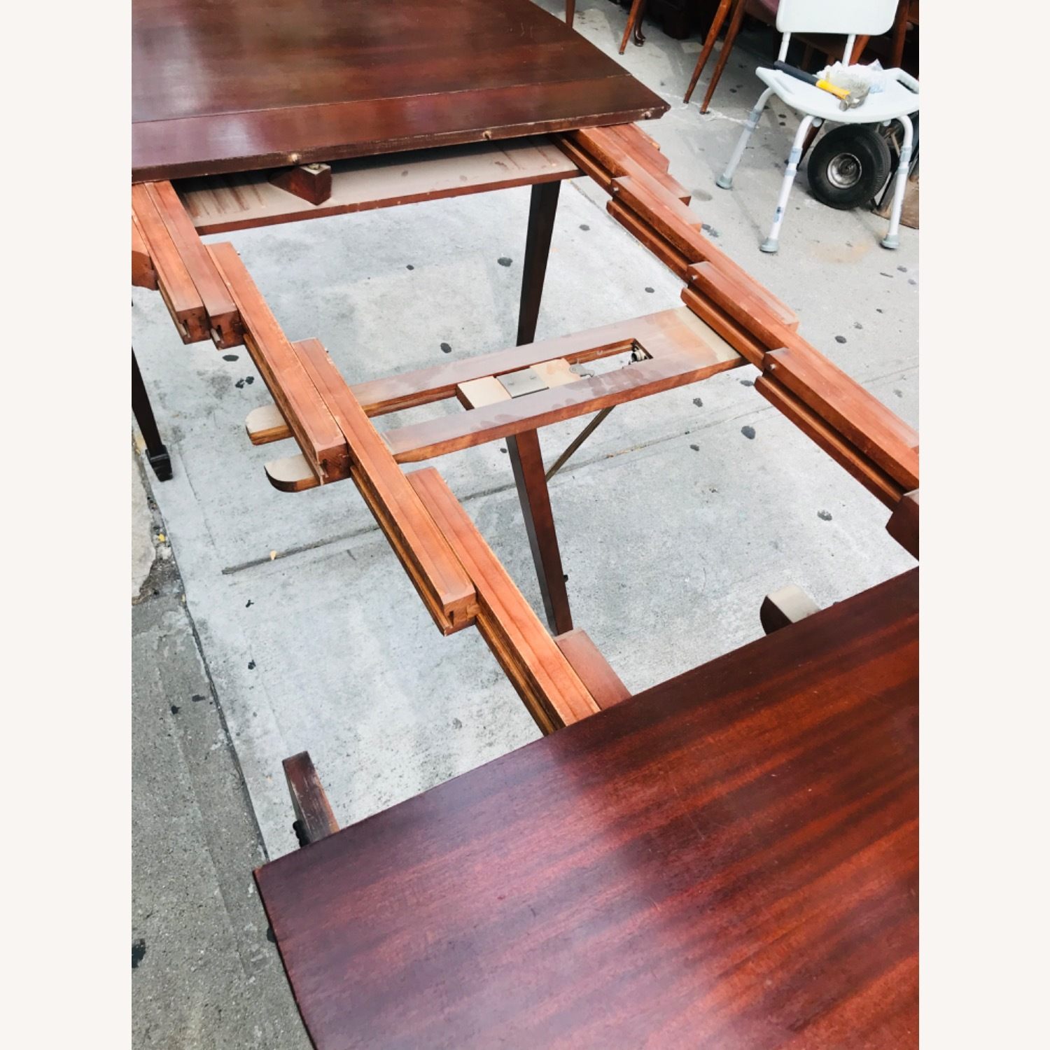 Antique 1920s Mahogany Table w/3 Leaves  - image-25