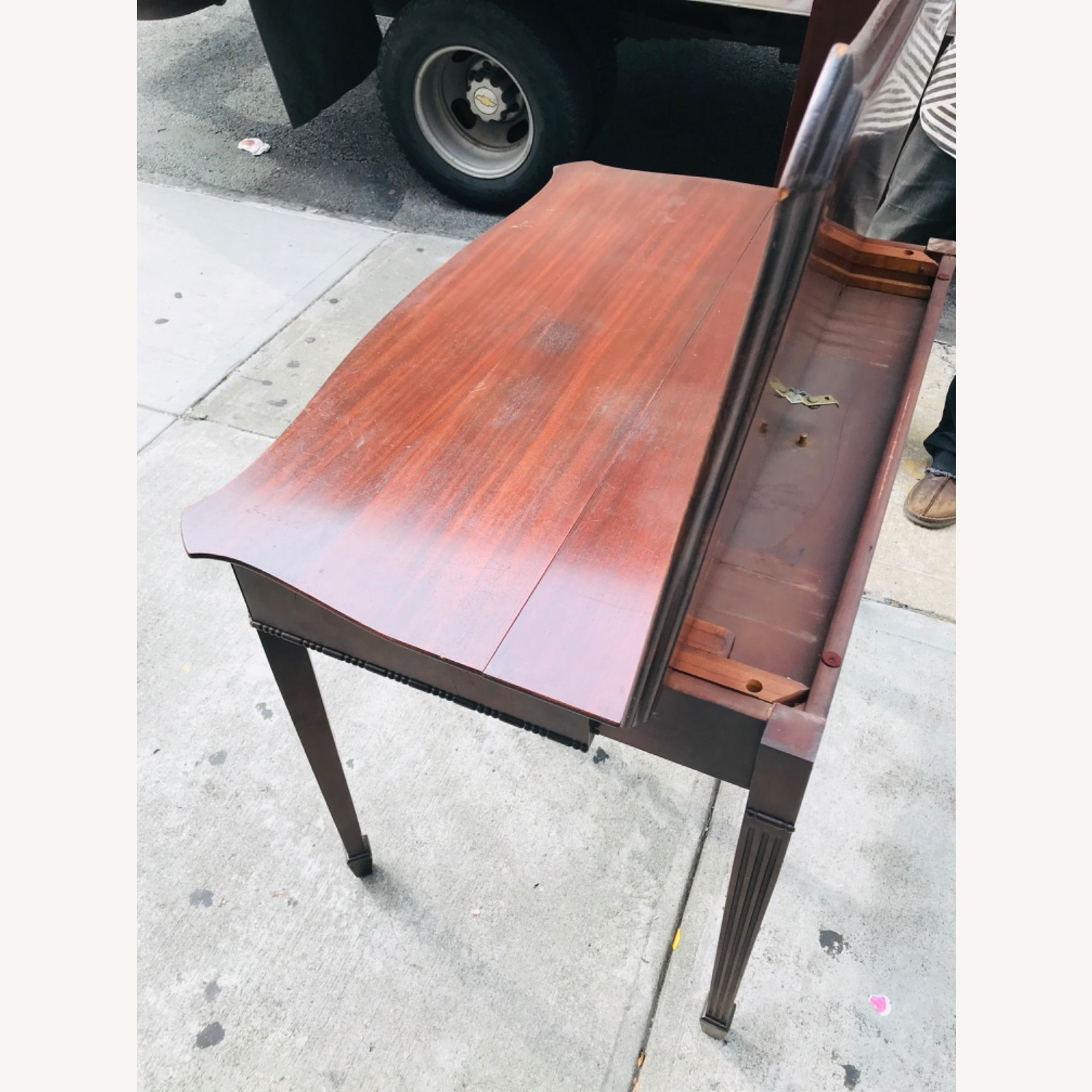 Antique 1920s Mahogany Table w/3 Leaves  - image-29