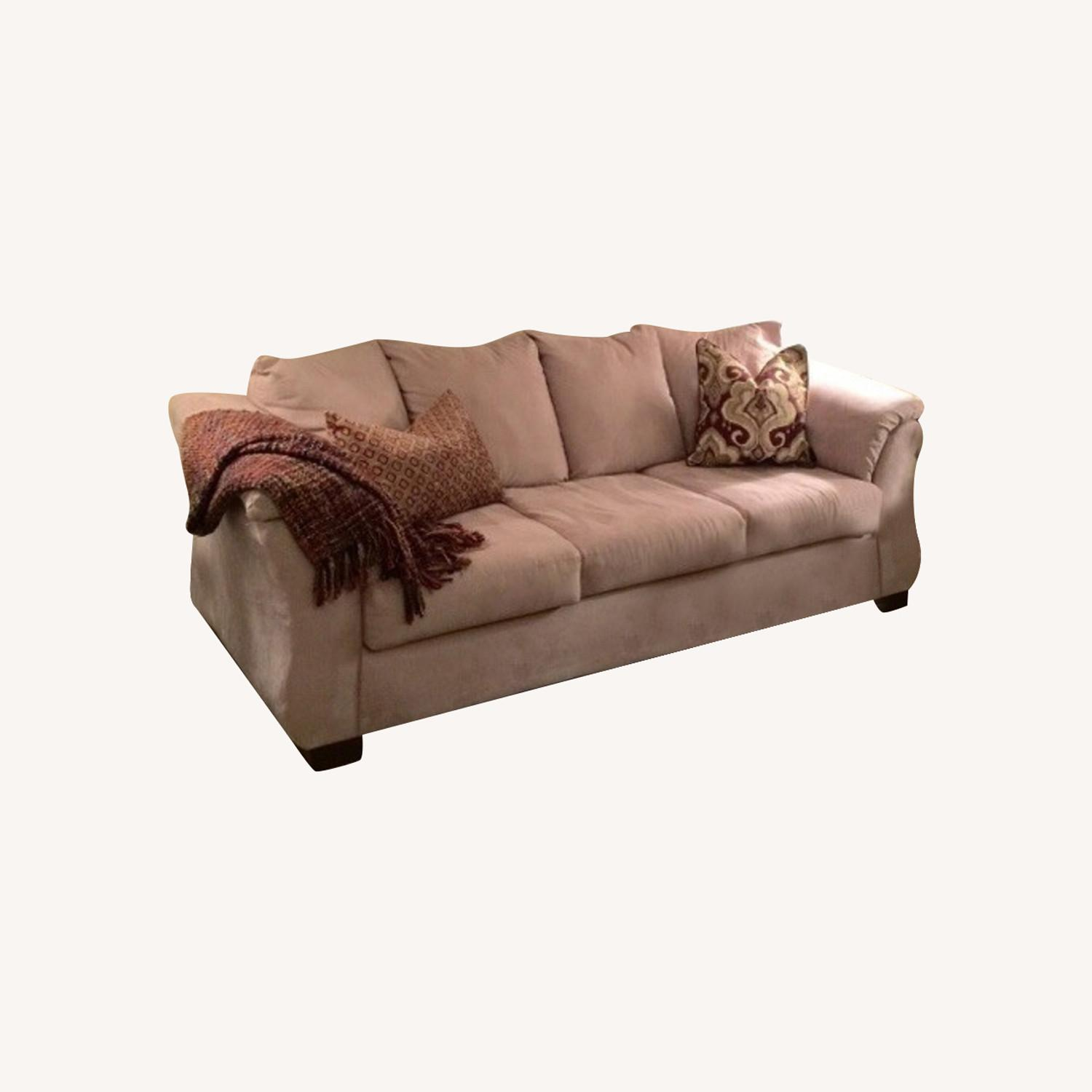 Beautiful Elegant Three Seater Comfortable Couch - image-0