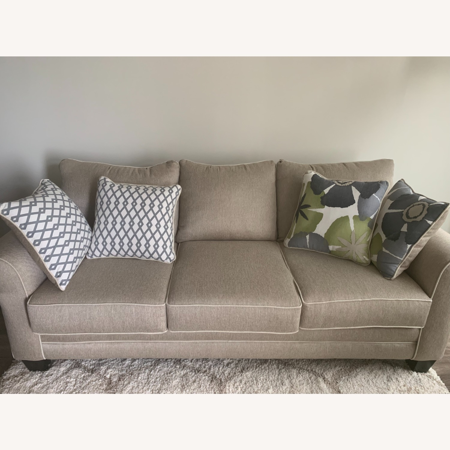 Raymour Flanigan Sofa With Cushion Aptdeco
