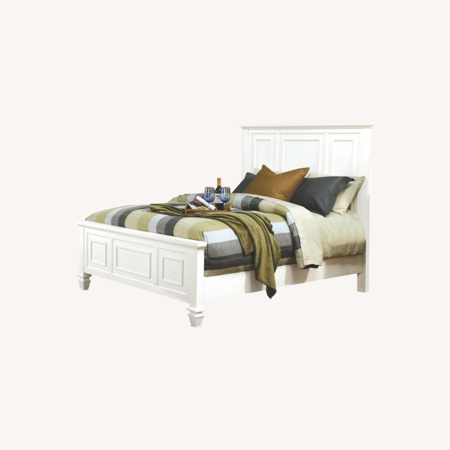 Cottage-Style Queen Bed In White Finish - image-3