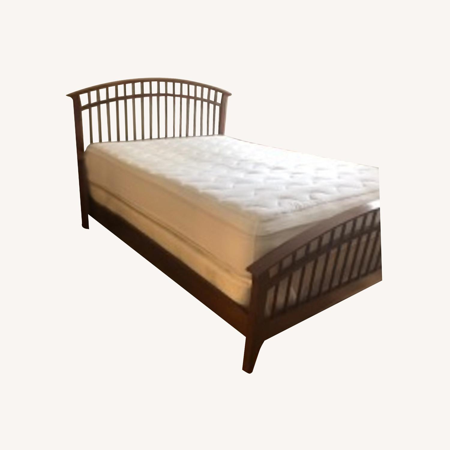 Thomasville Furniture Industries Spindle Head and Footboard - image-0