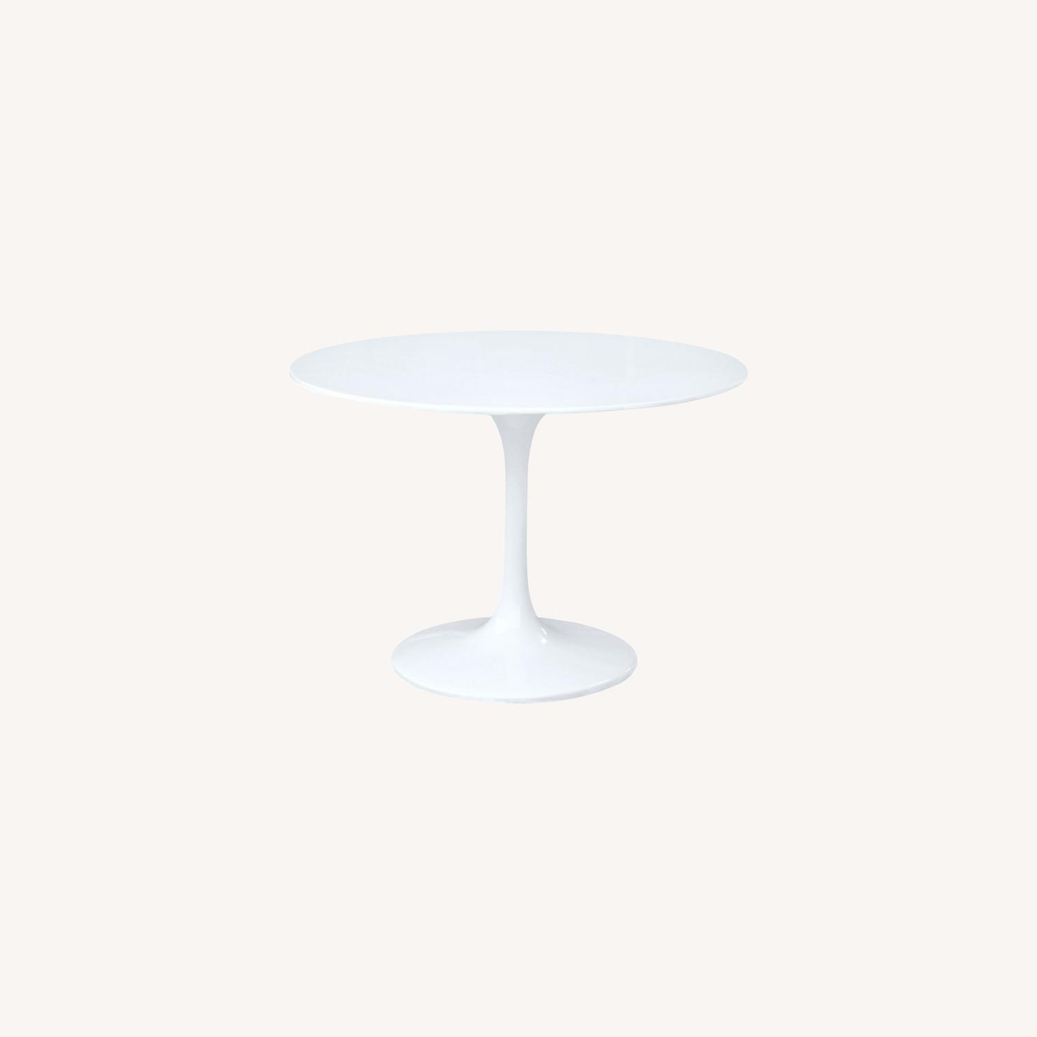 Tulip Style Dining Table In White Fiberglass - image-5