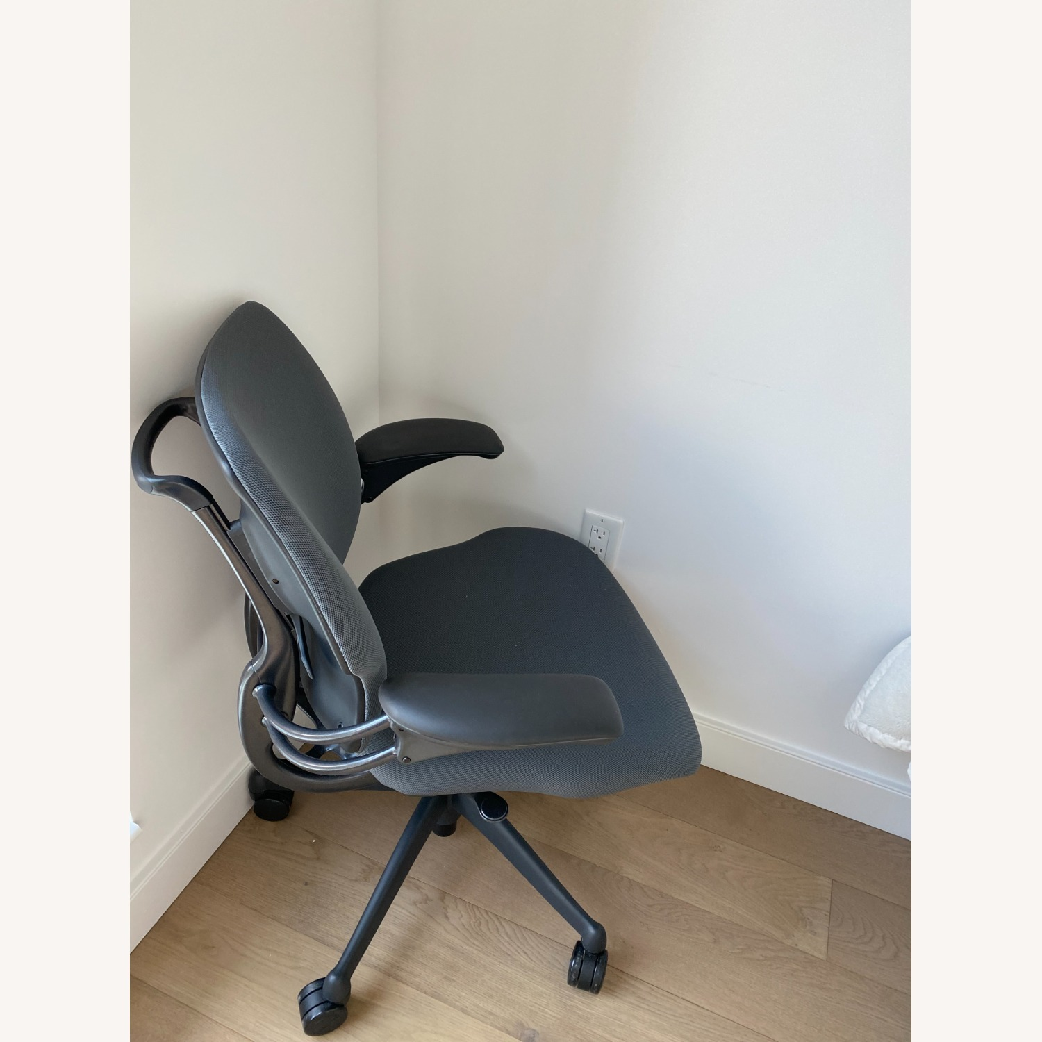 Humanscale Freedom Task Chair - image-2