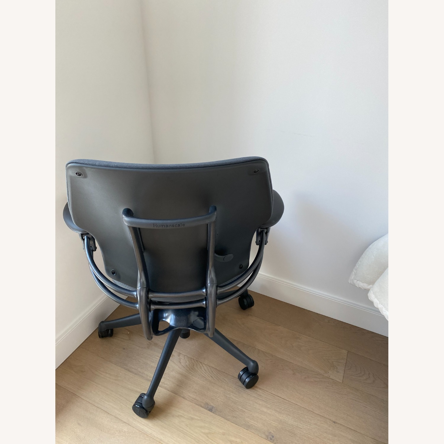 Humanscale Freedom Task Chair - image-3