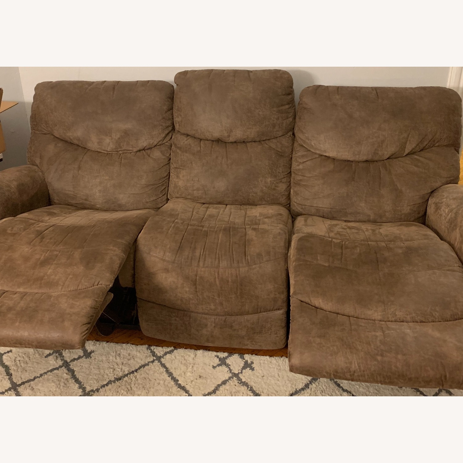 La-Z-Boy Ddual Reclining Couch - brown - image-4