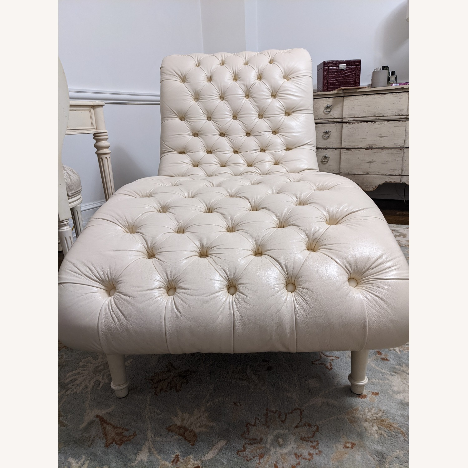 Ethan Allen Leather Chaise Long - image-7