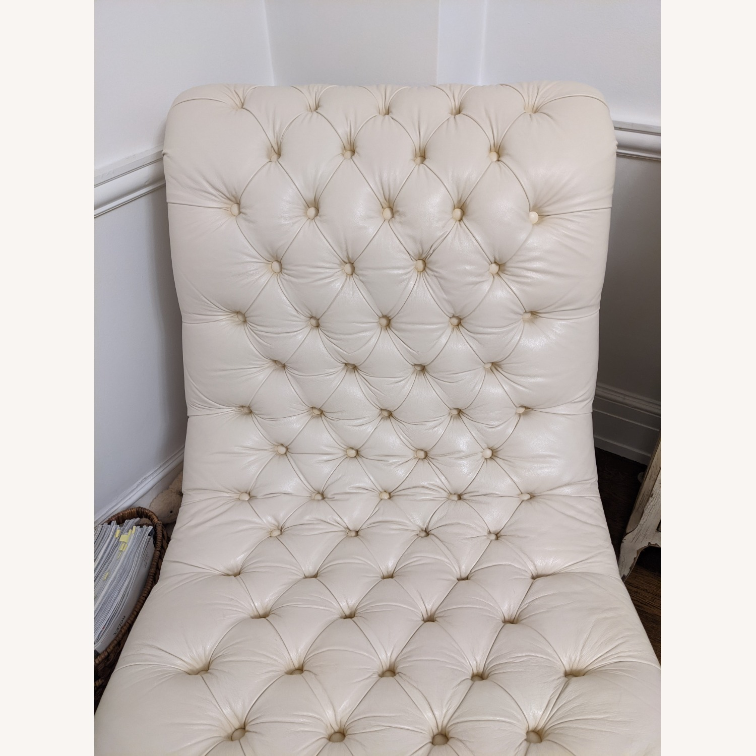 Ethan Allen Leather Chaise Long - image-9