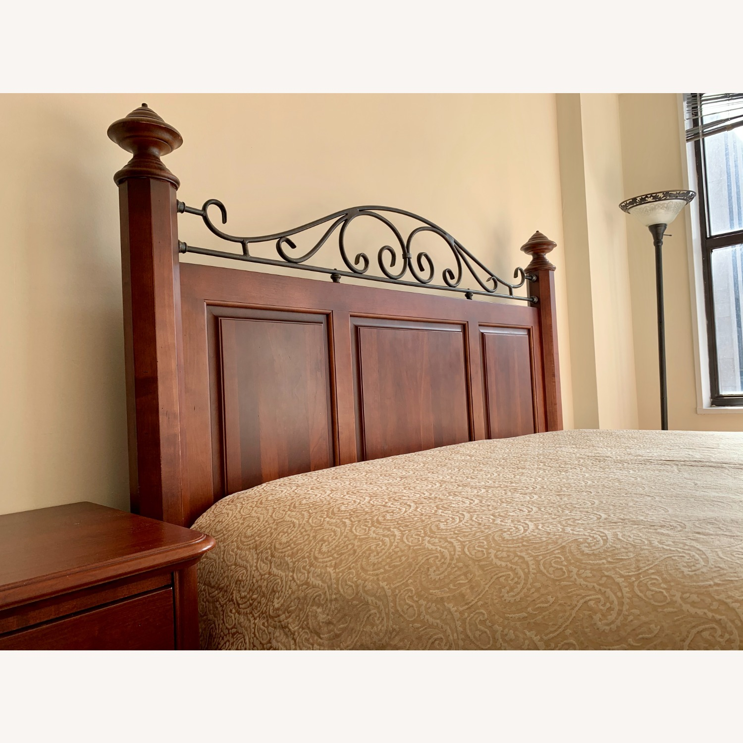 Durham Furniture Solid Wood Queen Bed - image-5