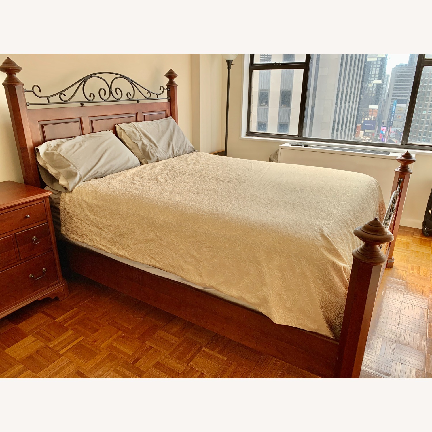 Durham Furniture Solid Wood Queen Bed - image-2