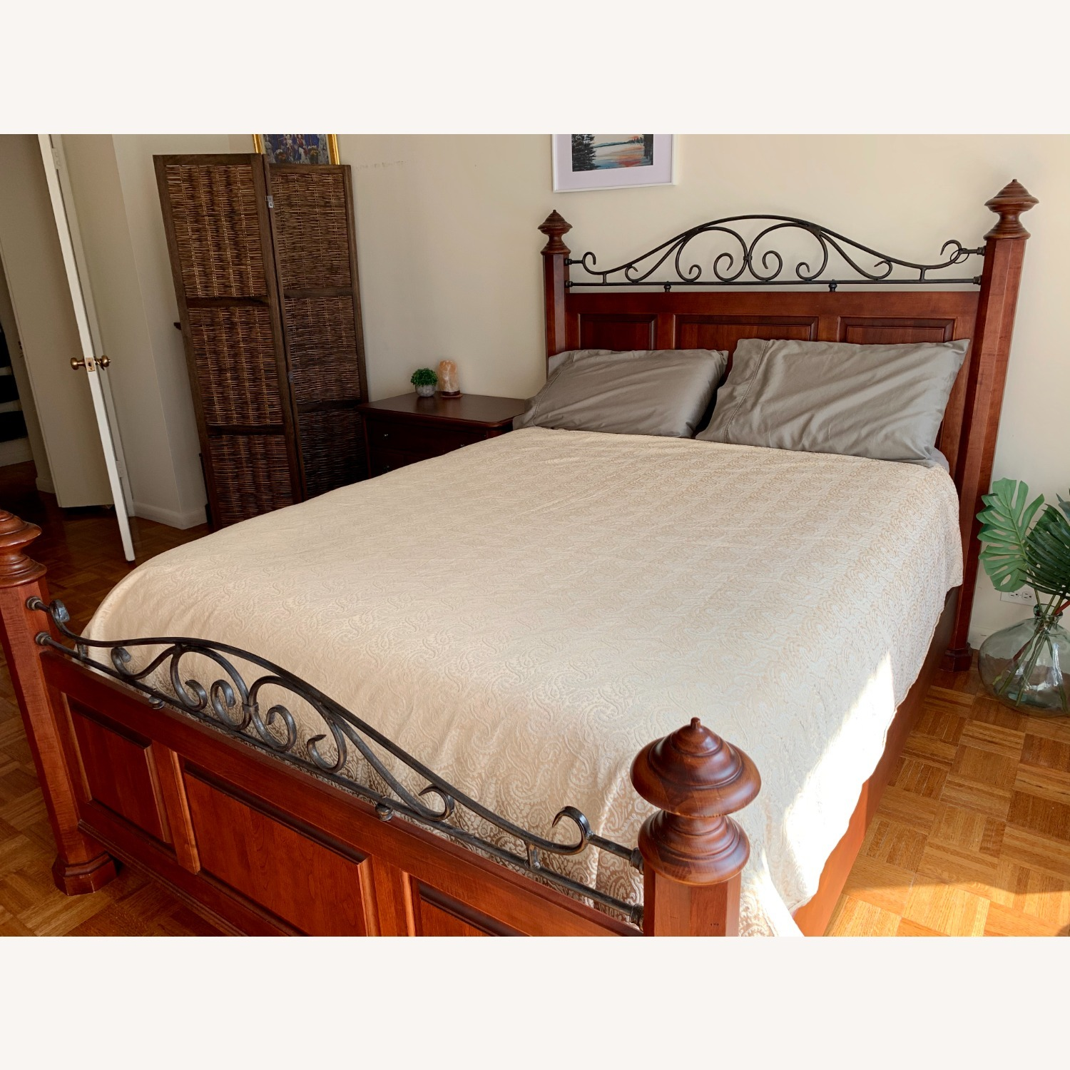 Durham Furniture Solid Wood Queen Bed - image-4