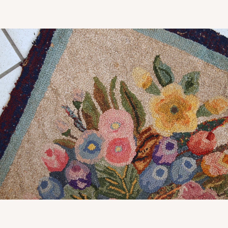 Handmade antique American hooked rug - image-8
